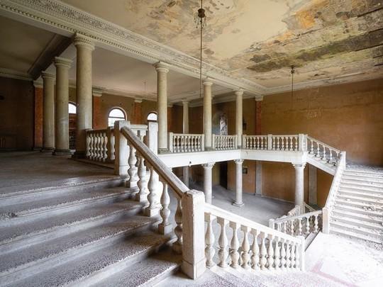 photo 8 15702652570411407165184 - Có gì tại khu nghỉ dưỡng sang trọng bị bỏ hoang, đổ nát của Liên Xô cũ