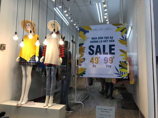 Sự thật về việc giảm giá đến 70% tại các cửa hàng thời trang - Ảnh 3.