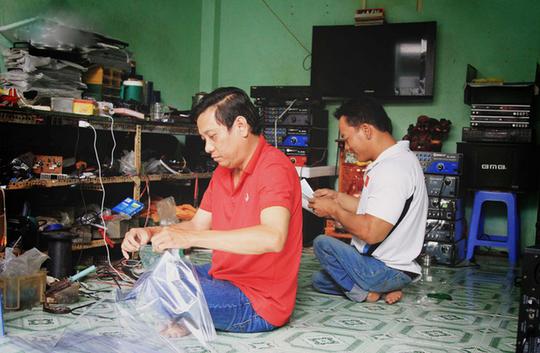 Lực sĩ khuyết tật Lê Văn Công làm việc nghĩa mùa đại dịch - Ảnh 2.