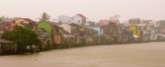 Khoảnh khắc mưa lãng mạn ở Huế - Ảnh 12.