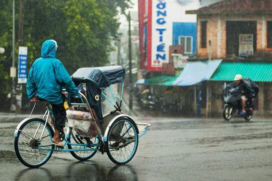 Khoảnh khắc mưa lãng mạn ở Huế - Ảnh 29.
