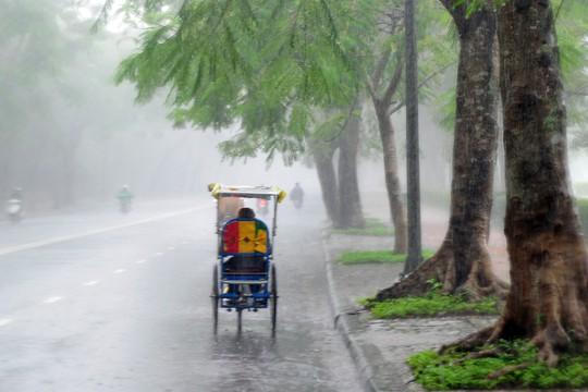 Khoảnh khắc mưa lãng mạn ở Huế - Ảnh 34.