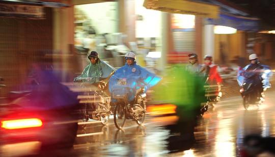 Khoảnh khắc mưa lãng mạn ở Huế - Ảnh 36.