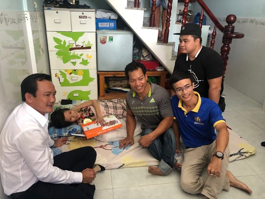 Lực sĩ khuyết tật Lê Văn Công bán đấu giá huy chương World Cup làm việc nghĩa - Ảnh 6.