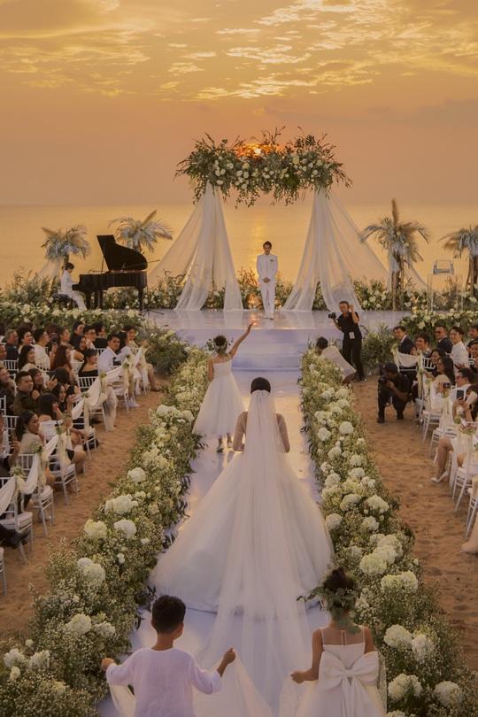 Vì sao đám cưới Đông Nhi được cho là đám cưới thế kỷ? - Ảnh 1.