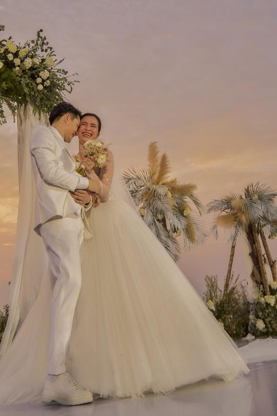 Vì sao đám cưới Đông Nhi được cho là đám cưới thế kỷ? - Ảnh 2.