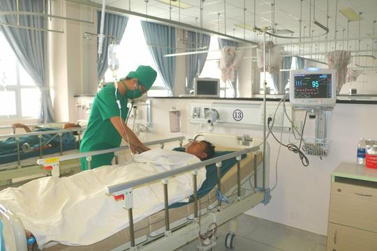 Thanh niên 17 tuổi khai lý do đâm gục bảo vệ bệnh viện ở An Giang - Ảnh 2.