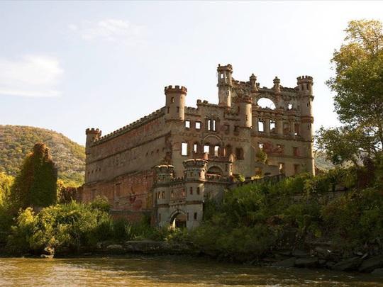 Những căn biệt thự sang trọng hàng triệu USD bị bỏ hoang - Ảnh 11.