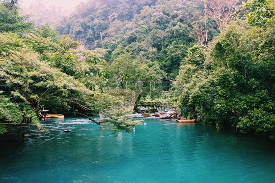 Đến Quảng Bình, detox tinh thần dưới dòng suối xanh ngọc bích - Ảnh 1.