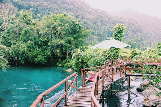Đến Quảng Bình, detox tinh thần dưới dòng suối xanh ngọc bích - Ảnh 3.