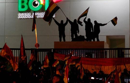 Lo cựu tổng thống Bolivia bị nguy hiểm tính mạng, Mexico cho phép tị nạn - Ảnh 9.