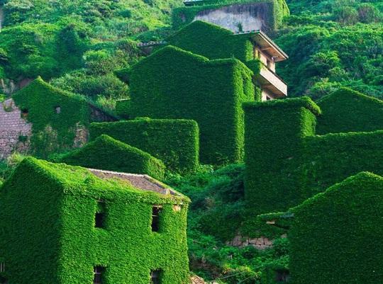 Ngôi làng bỏ hoang hóa như xứ sở cổ tích - Ảnh 5.
