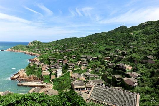 Ngôi làng bỏ hoang hóa như xứ sở cổ tích - Ảnh 7.