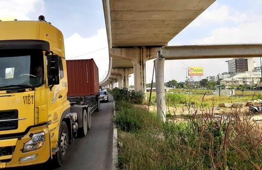 Xe container kéo sập cầu bộ hành trước Suối Tiên: Tĩnh không có đảm bảo? - Ảnh 3.