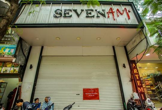 Cận cảnh cửa đóng then cài của chuỗi cửa hàng Seven.Am sau nghi vấn cắt mác Trung Quốc - Ảnh 7.