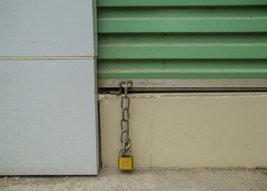 Cận cảnh cửa đóng then cài của chuỗi cửa hàng Seven.Am sau nghi vấn cắt mác Trung Quốc - Ảnh 11.