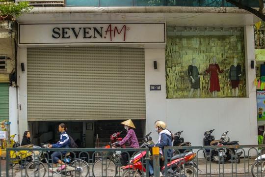 Cận cảnh cửa đóng then cài của chuỗi cửa hàng Seven.Am sau nghi vấn cắt mác Trung Quốc - Ảnh 1.