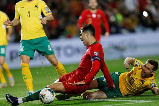 Ronaldo lập hat-trick giúp Bồ Đào Nha đè bẹp Lithuania - Ảnh 6.