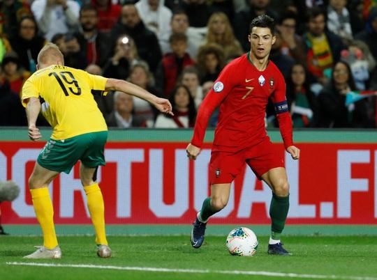 Ronaldo lập hat-trick giúp Bồ Đào Nha đè bẹp Lithuania - Ảnh 3.