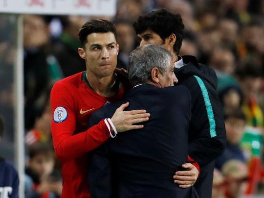 Ronaldo lập hat-trick giúp Bồ Đào Nha đè bẹp Lithuania - Ảnh 5.