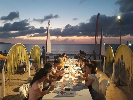 Chiều chuộng mọi giác quan trong bữa tối Bali - Ảnh 1.