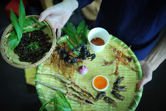 Hàng loạt món ăn độc, lạ khắp châu Á hút giới trẻ TP HCM - Ảnh 11.