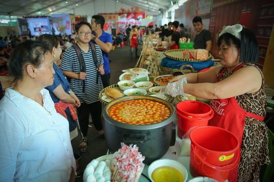 Hàng loạt món ăn độc, lạ khắp châu Á hút giới trẻ TP HCM - Ảnh 4.