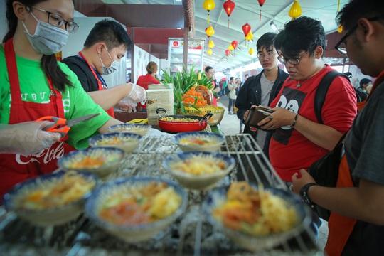 Hàng loạt món ăn độc, lạ khắp châu Á hút giới trẻ TP HCM - Ảnh 1.