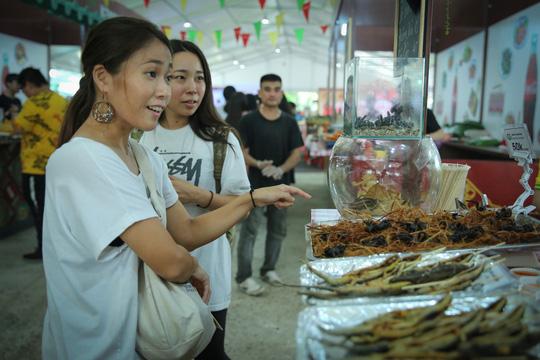 Hàng loạt món ăn độc, lạ khắp châu Á hút giới trẻ TP HCM - Ảnh 12.