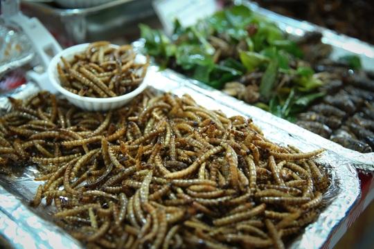 Hàng loạt món ăn độc, lạ khắp châu Á hút giới trẻ TP HCM - Ảnh 8.