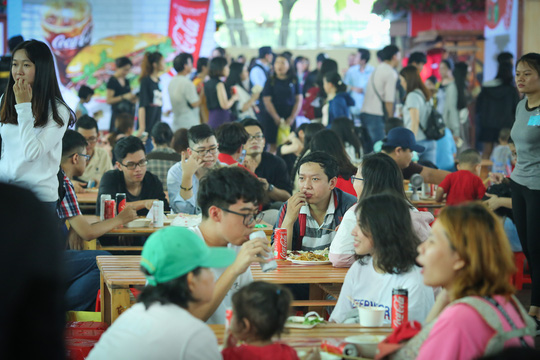 Hàng loạt món ăn độc, lạ khắp châu Á hút giới trẻ TP HCM - Ảnh 15.