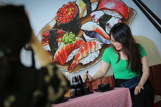 Hàng loạt món ăn độc, lạ khắp châu Á hút giới trẻ TP HCM - Ảnh 16.