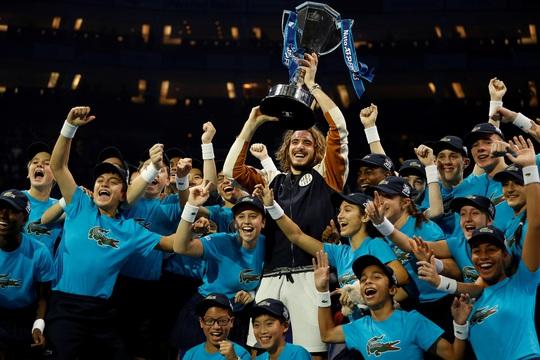 Clip Tsitsipas lần đầu dự giải và đăng quang ATP Finals 2019 - Ảnh 7.