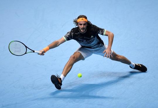 Clip Tsitsipas lần đầu dự giải và đăng quang ATP Finals 2019 - Ảnh 1.