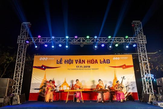 Du khách FLC Sầm Sơn mãn nhãn với đêm Lễ hội Văn hóa Lào - Ảnh 1.