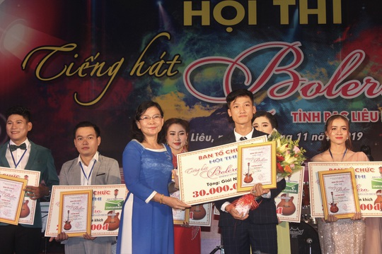 """Hoài Linh giành giải nhất Hội thi """"Tiếng hát Bolero"""" khu vực ĐBSCL - Ảnh 7."""