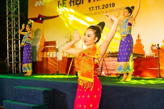 Du khách FLC Sầm Sơn mãn nhãn với đêm Lễ hội Văn hóa Lào - Ảnh 2.