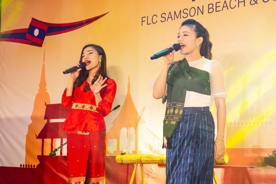 Du khách FLC Sầm Sơn mãn nhãn với đêm Lễ hội Văn hóa Lào - Ảnh 4.