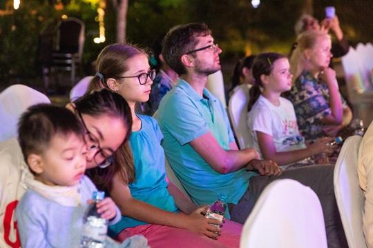 Du khách FLC Sầm Sơn mãn nhãn với đêm Lễ hội Văn hóa Lào - Ảnh 5.