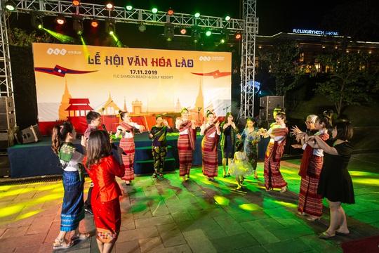 Du khách FLC Sầm Sơn mãn nhãn với đêm Lễ hội Văn hóa Lào - Ảnh 6.