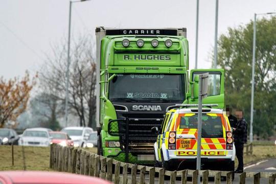 Cảnh sát bám đuổi container màu xanh lá cây đáng ngờ - Ảnh 1.