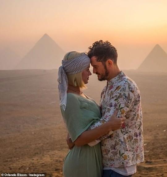 Katy Perry mừng sinh nhật 35 hoành tráng tận sa mạc - Ảnh 1.