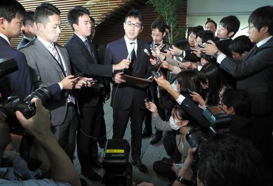 """Bộ trưởng Nhật Bản từ chức chỉ vì chuyện """"dưa cà mắm muối"""" - Ảnh 2."""