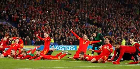 Xứ Wales ngược dòng ngoạn mục, giành suất vé cuối dự Euro - Ảnh 7.