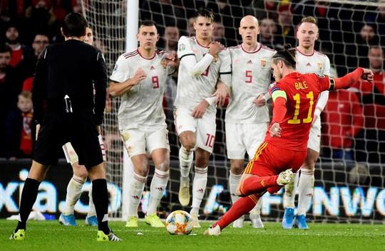 Xứ Wales ngược dòng ngoạn mục, giành suất vé cuối dự Euro - Ảnh 2.