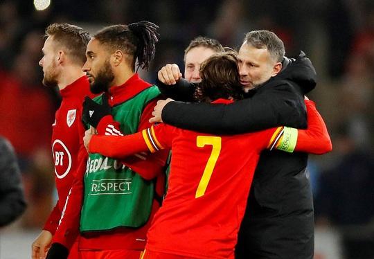 Xứ Wales ngược dòng ngoạn mục, giành suất vé cuối dự Euro - Ảnh 9.