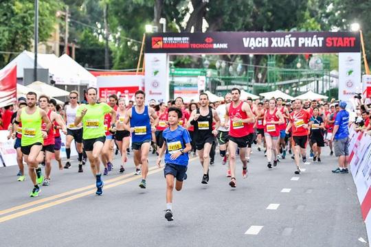 Hướng đến cộng đồng: Giải Marathon quốc tế TP HCM Techcombank 2019 thu hút gần 13.000 người tham dự - Ảnh 2.