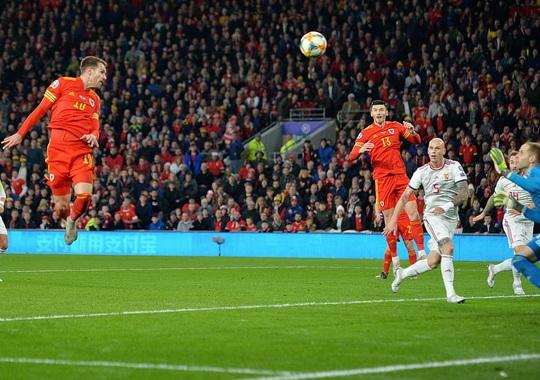 Xứ Wales ngược dòng ngoạn mục, giành suất vé cuối dự Euro - Ảnh 3.