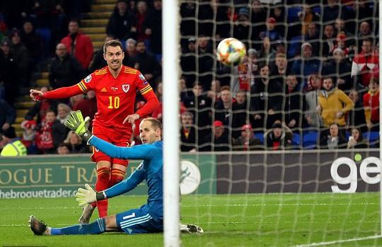 Xứ Wales ngược dòng ngoạn mục, giành suất vé cuối dự Euro - Ảnh 4.