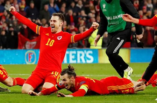Xứ Wales ngược dòng ngoạn mục, giành suất vé cuối dự Euro - Ảnh 6.